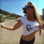 T-shirt poitrine libre